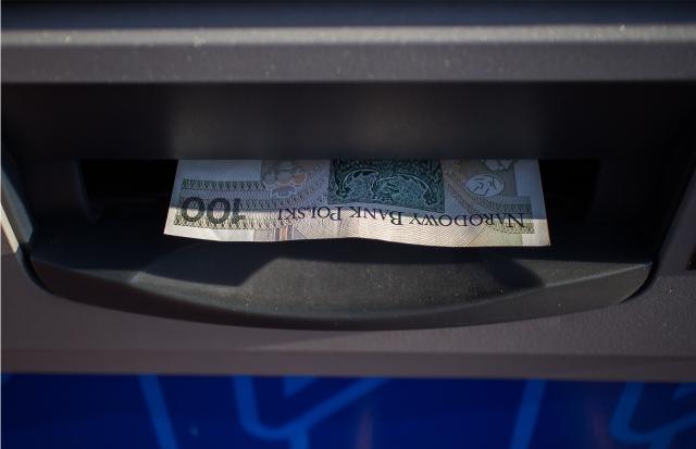 3 etapy prania pieniędzy: lokowanie, maskowanie, integrowanie