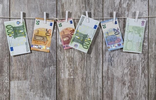 Pranie pieniędzy oraz czyste, szare i brudne pieniądze